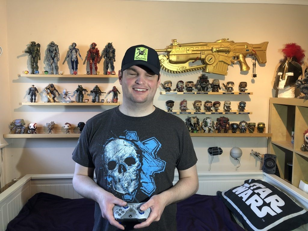 Twitch Streaner, SightlessKombat with all of his Gears memorabilia